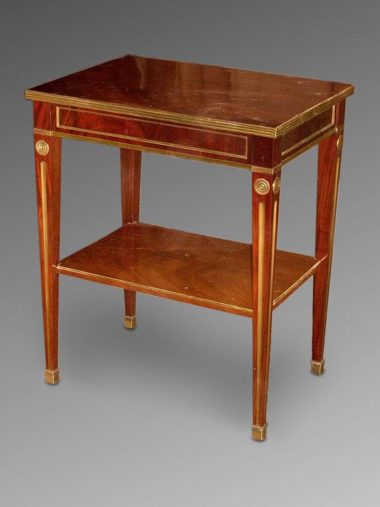 Столик в стиле «Жакоб»